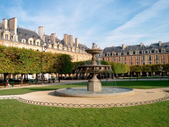 Visit of the historical area in the center of Paris: the Marais